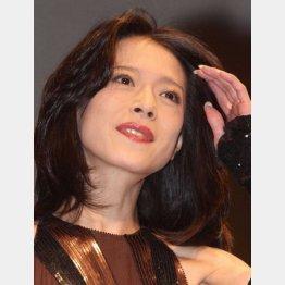 それでもなお根強い人気を誇る歌姫(C)日刊ゲンダイ