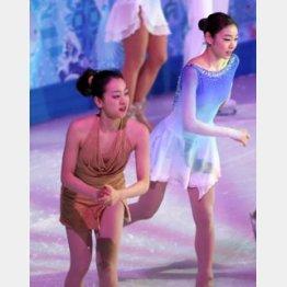キム・ヨナ(右)は、真央の涙を見て「私もこみ上げてくるものがあった」と言った 真野慎也/JMPA