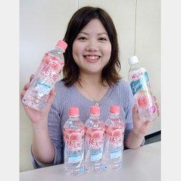 ロングセラーの「桃の天然水」/(C)日刊ゲンダイ
