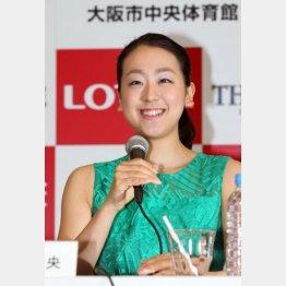 無邪気な笑顔に周囲はヤキモキ/(C)日刊ゲンダイ