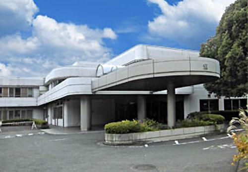 神奈川県立精神医療センター「せりがや病院」(HPから)