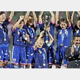 アジア杯初優勝に喜ぶなでしこ/(C)AP