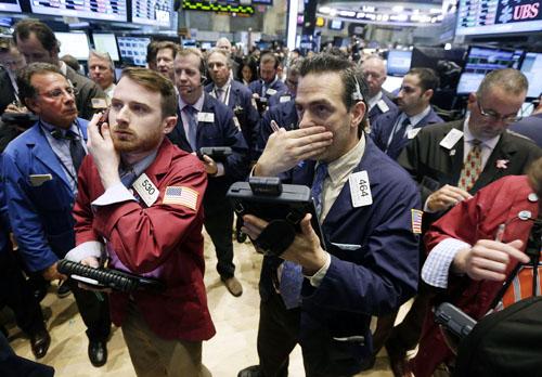 金融危機の悪夢がよぎる(ニューヨーク証券取引所)/(C)AP