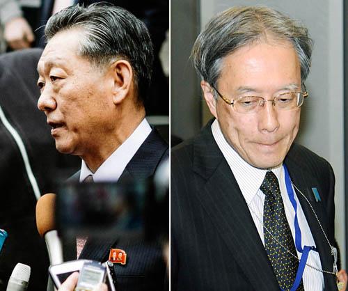 宋日昊担当大使(AP)と伊原アジア大洋州局長(日刊ゲンダイ)