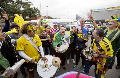 盛り上がる現地ブラジル/(C)AP