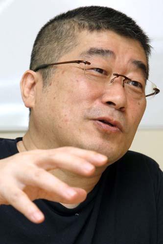 「安倍政権は何をやりたいのか」と伊勢崎氏/(C)日刊ゲンダイ