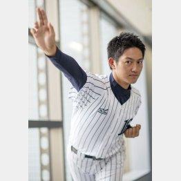 実は野球経験なし/(C)日刊ゲンダイ