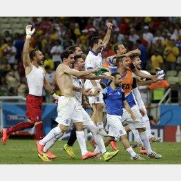 喜ぶギリシャ代表選手たち/(C)AP