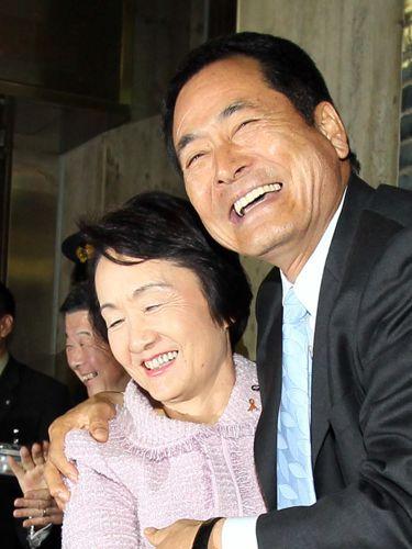 横浜の林市長とDeNAの中畑監督/(C)日刊ゲンダイ