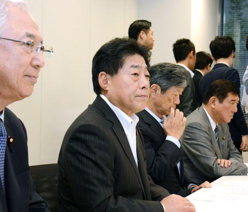 与党責任者に八つ当たり/(C)日刊ゲンダイ