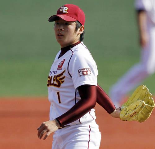 美間に先制一塁打を放たれボー然/(C)日刊ゲンダイ