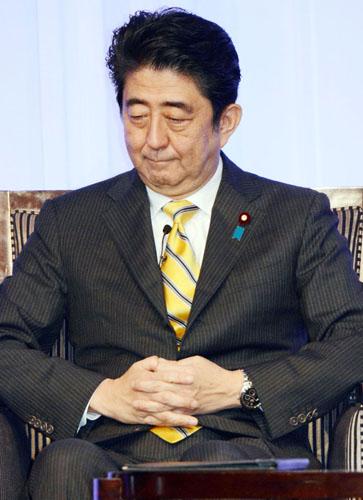 安倍首相も気が気じゃない/(C)日刊ゲンダイ