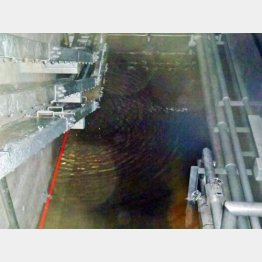 集中廃棄物処理施設に放射能汚染水が貯まる(東京電力提供)