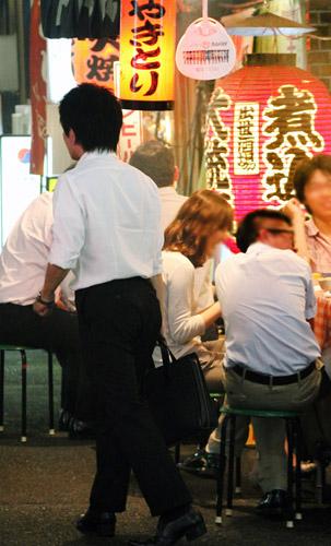 酒もちょっと減らしてみる/(C)日刊ゲンダイ