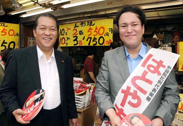 2010年参院選でのツーショット/(C)日刊ゲンダイ