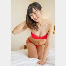 水着グラビアにも挑戦/(C)日刊ゲンダイ