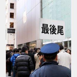 新型iPad発売時の銀座アップルストア/(C)日刊ゲンダイ