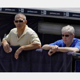 田中の投球を見守るジラルディ監督(左)と投手コーチ/(C)AP