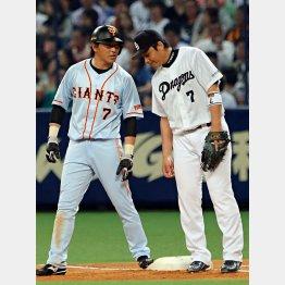 塁上で森野に話しかける長野(左)/(C)日刊ゲンダイ