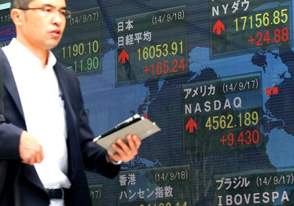 実は株価も下がっている/(C)日刊ゲンダイ