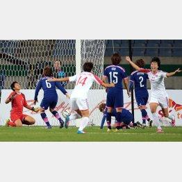 先制ゴールで大喜びの北朝鮮 (C)六川則夫/ラ・ストラーダ