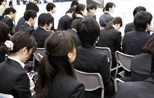 """自由な時間が""""悩み""""を増幅/(C)日刊ゲンダイ"""