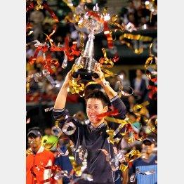 楽天ジャパンオープンに優勝した錦織圭/(C)日刊ゲンダイ