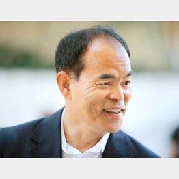 創業者に感謝する中村教授/(C)AP