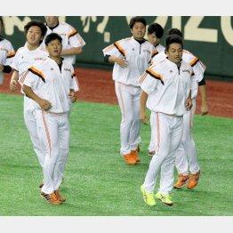 先発候補の内海(左)と沢村/(C)日刊ゲンダイ
