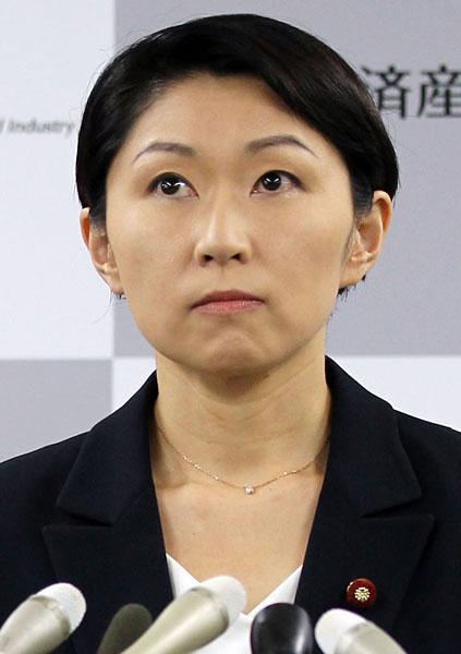 経産省で辞任会見/(C)日刊ゲンダイ