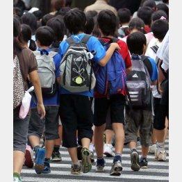 子どもたちが気の毒だ/(C)日刊ゲンダイ