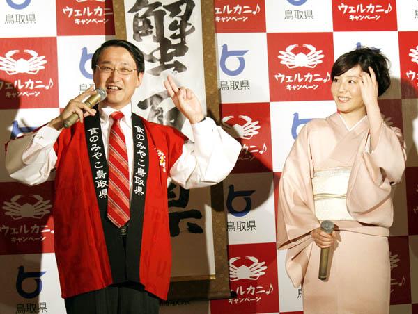 平井知事のネタに困惑…/(C)日刊ゲンダイ