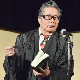 講師の傍ら舞台にも出演する梅介さん/(C)日刊ゲンダイ