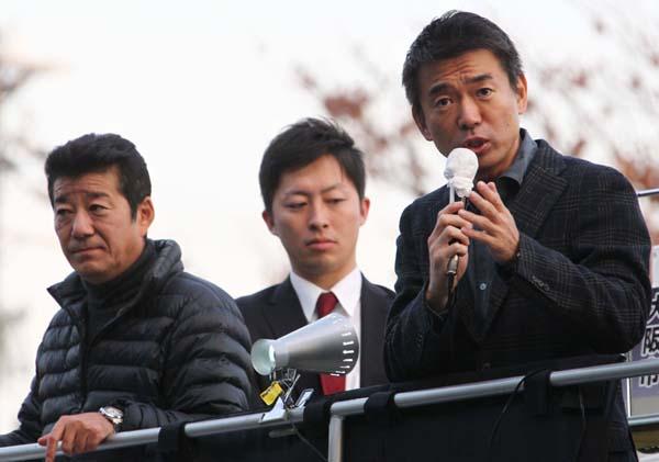 出馬断念した橋下市長(右)と松井府知事(左)/(C)日刊ゲンダイ