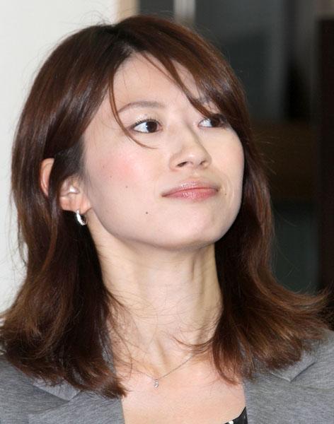 夫より稼いでいるともっぱらの岡村仁美アナ/(C)日刊ゲンダイ