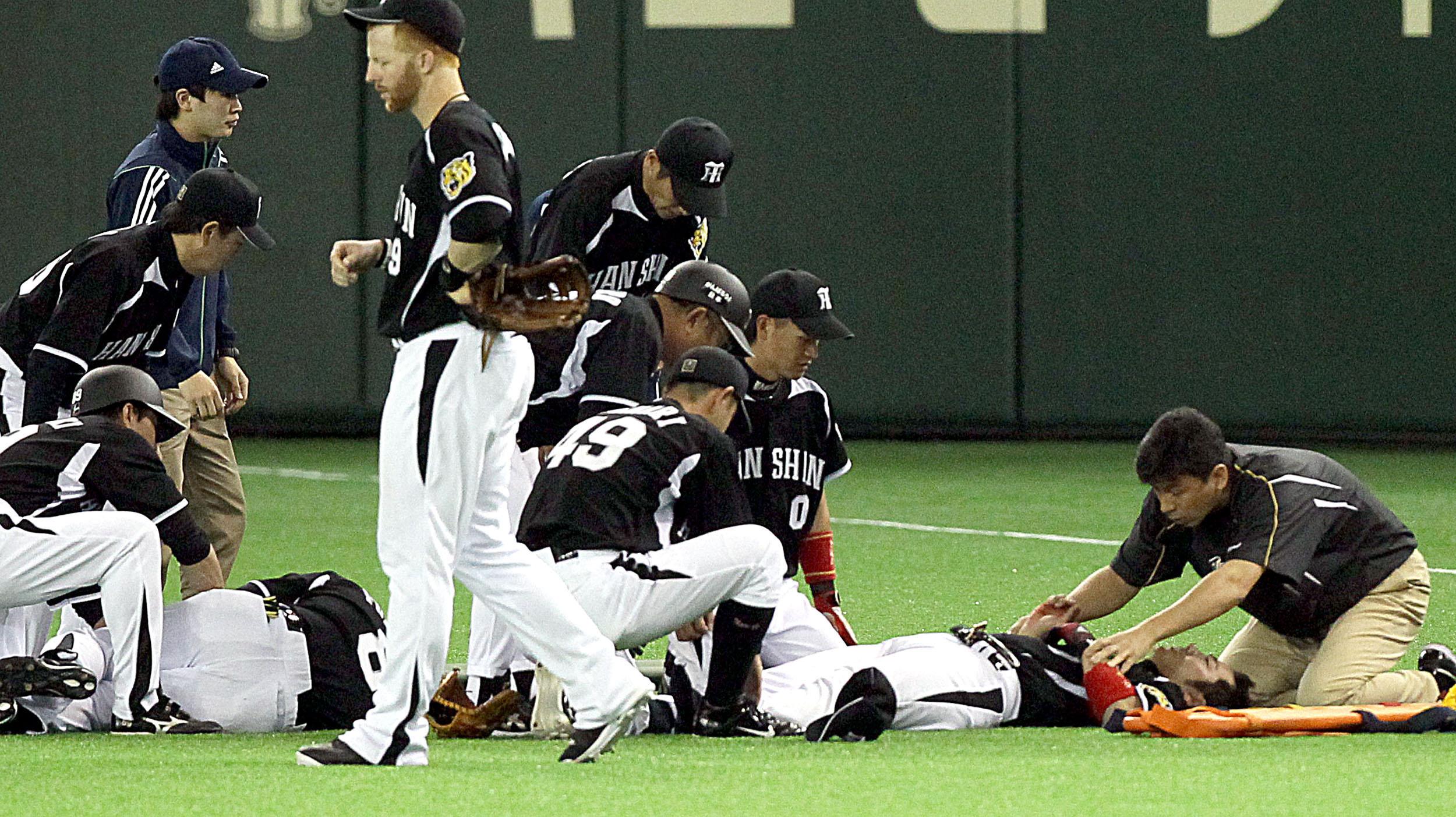 「プロ野球選手は体重もあり、スピードもある。高校野球にはないプロ野球ならではのプレー」と筆者/(C)日刊ゲンダイ
