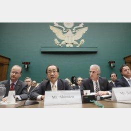 米公聴会に出席したタカタ幹部(左2)/(C)AP