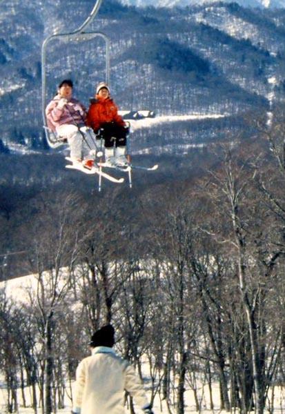スキー場は雪不足に?(写真はイメージ)/(C)日刊ゲンダイ