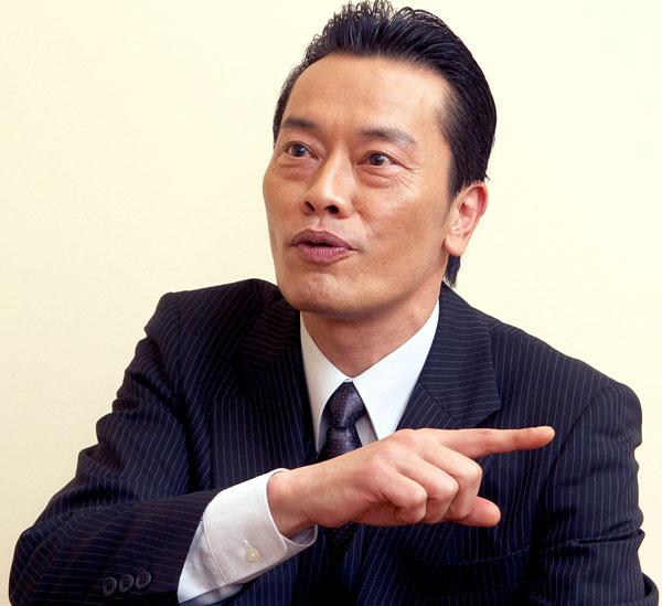 CMに出演している遠藤憲一/(C)日刊ゲンダイ
