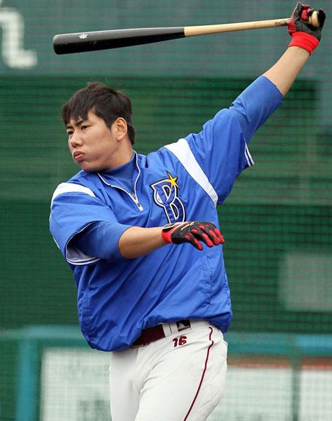 今年2月にはDeNAのキャンプに参加した姜/(C)日刊ゲンダイ
