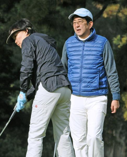 夫婦でのんびりゴルフ/(C)日刊ゲンダイ