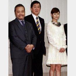 出席した西田敏行、岡田会長、真木よう子/(C)日刊ゲンダイ