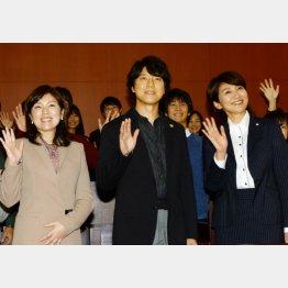 左から原作者・柚月裕子氏、上川隆也、松下由樹/(C)日刊ゲンダイ