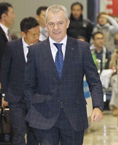 25日に帰国したアギーレ監督は「日本は生きている」とヤル気満々/(C)日刊ゲンダイ