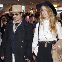 来日したジョニー・デップと婚約者で女優のアンバー・ハード/(C)AP