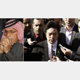 息子の無事を祈るムアス・カサスベ中尉の父親(左)と中山副外務大臣/(C)AP
