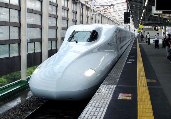 新幹線は運行本数が多いだげにトラブルも多い/(C)日刊ゲンダイ
