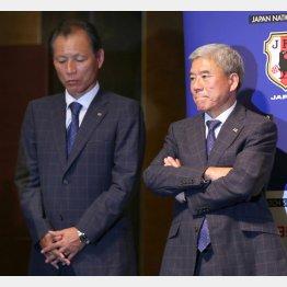 渋い表情の原専務理事(左)と大仁会長/(C)日刊ゲンダイ