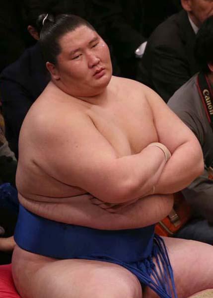 取り組みでも体重を持て余すことが多い逸ノ城/(C)日刊ゲンダイ