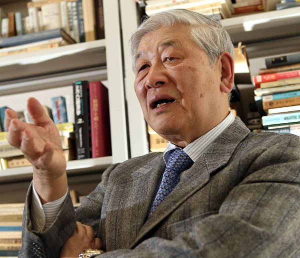 「日本は没落するかもしれない」と野口氏/(C)日刊ゲンダイ